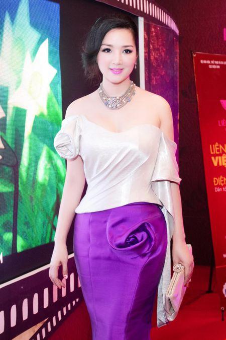 Hoa hau Giang My dien dam tim long lay tai LHP Viet Nam - Anh 4