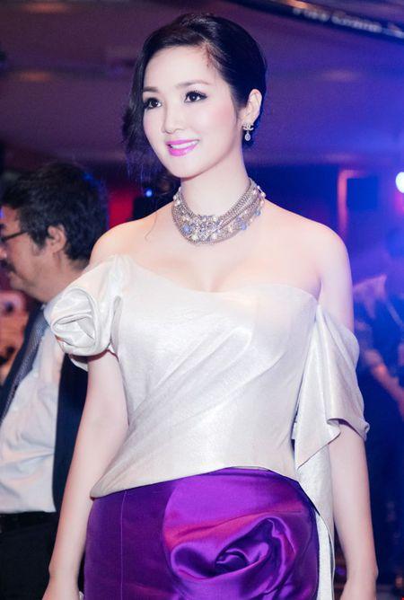 Hoa hau Giang My dien dam tim long lay tai LHP Viet Nam - Anh 5