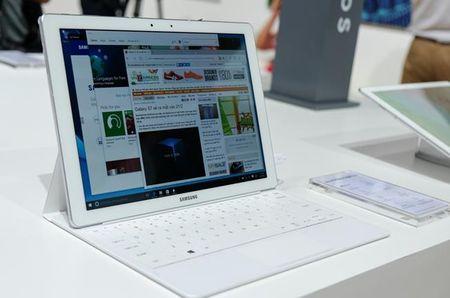 "Samsung ra mat Gear S2 classic phien ban ""doc"", tablet Windows - Anh 2"