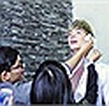 Nathan Lee khoe ve dien trai khi xuong pho ngay xuan - Anh 9