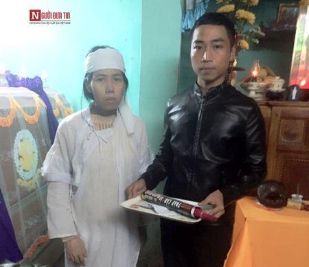 Goa phu khon kho om con nhiem trung mau khoc canh xac chong - Anh 3