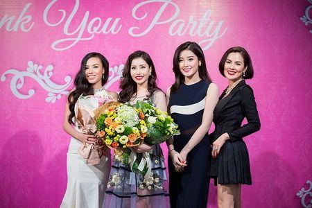 Hoa hau Lam Cuc dep rang ngoi ben A hau Phuong Le trong dem hoi ngo - Anh 4