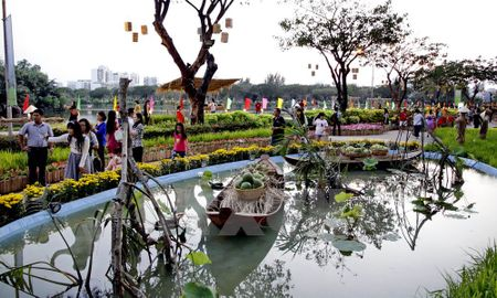 Tung bung hoi cho hoa Xuan Phu My Hung Tet Binh Than 2016 - Anh 1
