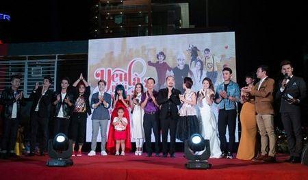 Suc khoe kem, Hoai Linh van het minh voi dong nghiep - Anh 10