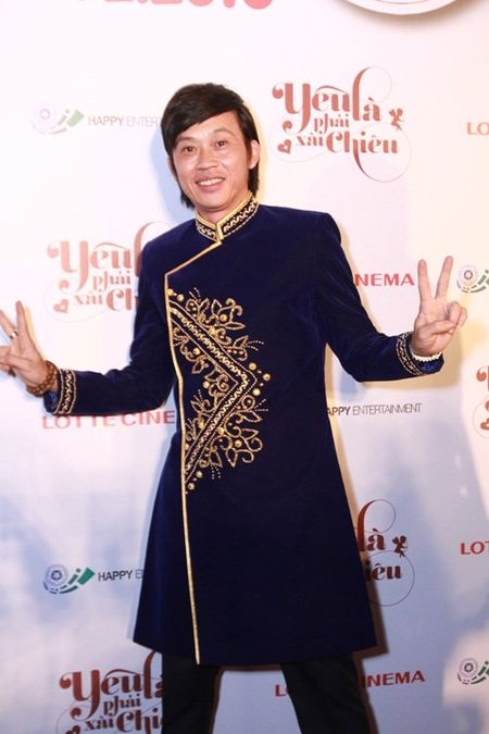 Suc khoe kem, Hoai Linh van het minh voi dong nghiep - Anh 1