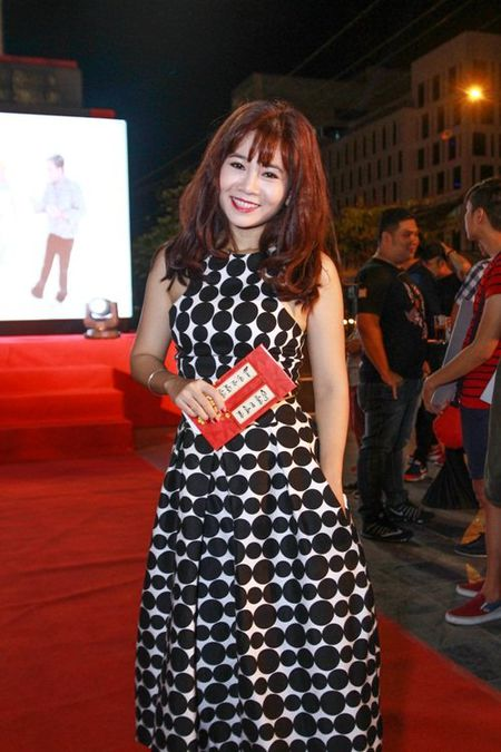 Suc khoe kem, Hoai Linh van het minh voi dong nghiep - Anh 8