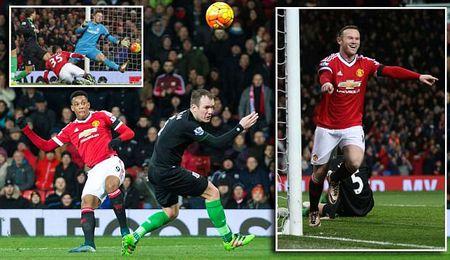 Man United 3-0 Stoke City: Quy do tro lai - Anh 1