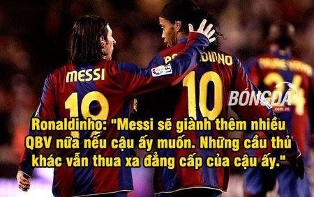 "Anh che: Bo ba MSN bat ngo cap ben san Old Trafford, CR7 dau xot khi bi Ronaldinho ""khinh thuong"" tai nang - Anh 2"