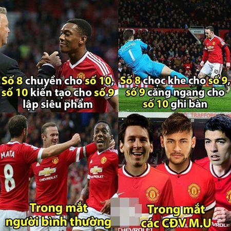 "Anh che: Bo ba MSN bat ngo cap ben san Old Trafford, CR7 dau xot khi bi Ronaldinho ""khinh thuong"" tai nang - Anh 3"