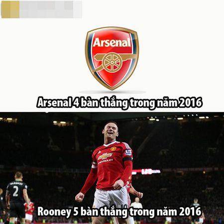 "Anh che: Bo ba MSN bat ngo cap ben san Old Trafford, CR7 dau xot khi bi Ronaldinho ""khinh thuong"" tai nang - Anh 5"