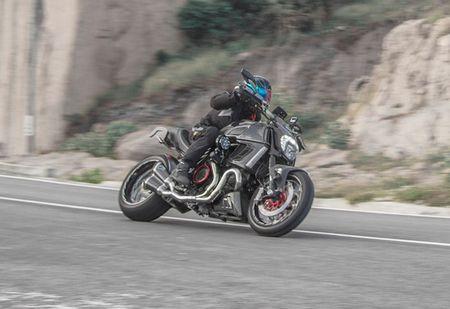 "Ducati Diavel Carbon ""full option"" sieu chat cua biker Viet - Anh 1"