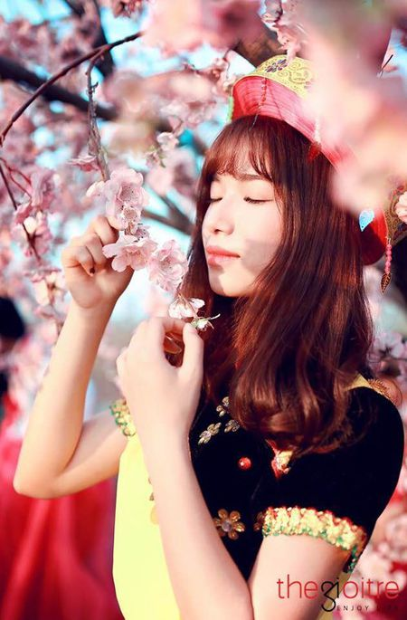 Co gai 'Mong' xinh nhu hot girl giua rung hoa Ha Noi - Anh 10