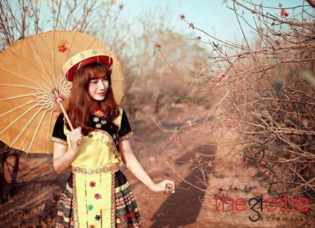 Co gai 'Mong' xinh nhu hot girl giua rung hoa Ha Noi - Anh 11