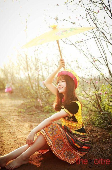 Co gai 'Mong' xinh nhu hot girl giua rung hoa Ha Noi - Anh 6