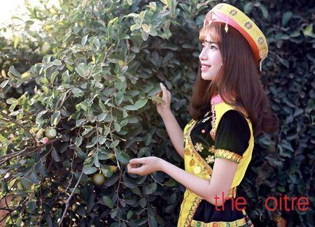 Co gai 'Mong' xinh nhu hot girl giua rung hoa Ha Noi - Anh 8