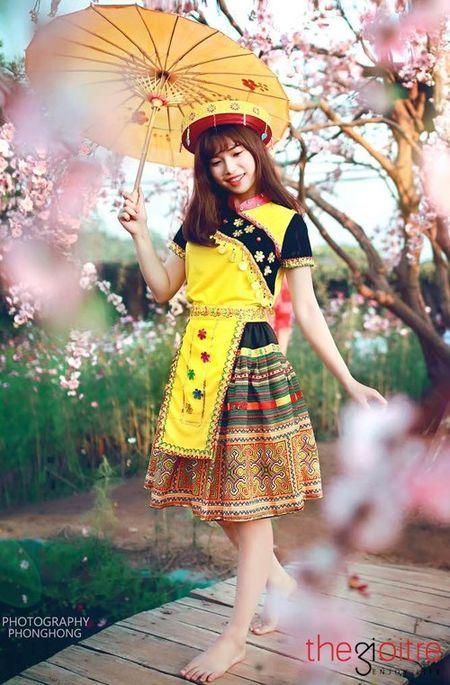Co gai 'Mong' xinh nhu hot girl giua rung hoa Ha Noi - Anh 9