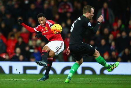 Rooney lap cong, M.U tim lai hinh anh thoi Sir Alex - Anh 2