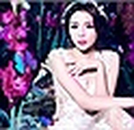 Hoa hau Ky Duyen, Ngoc Han cham chut cho nhau trong su kien - Anh 10