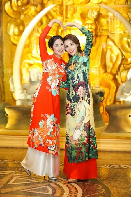 Hoa hau Ky Duyen, Ngoc Han cham chut cho nhau trong su kien - Anh 6