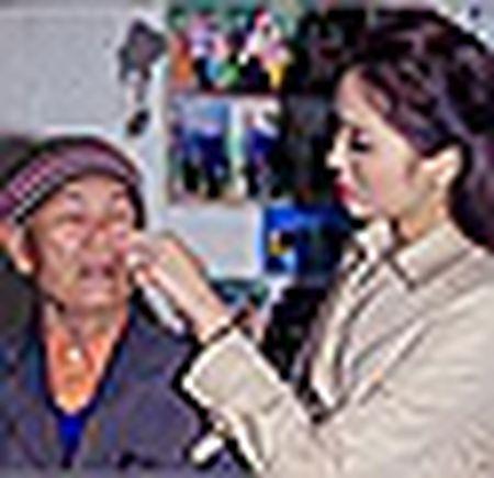 Hoa hau Ky Duyen, Ngoc Han cham chut cho nhau trong su kien - Anh 7