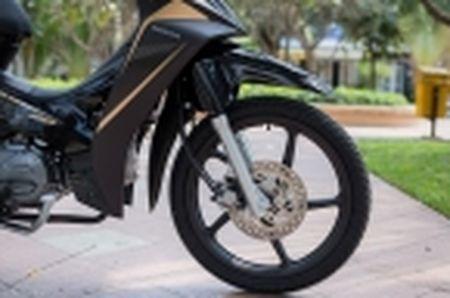 Trai nghiem nhanh Honda Blade 110 2016: xe gia re, thiet ke tot, chay em - Anh 12