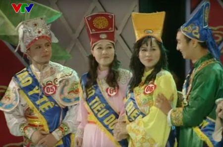 """Trang phuc Tao quan """"len doi"""" the nao qua cac nam? - Anh 11"""