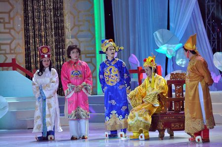"""Trang phuc Tao quan """"len doi"""" the nao qua cac nam? - Anh 14"""