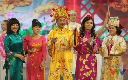 """Trang phuc Tao quan """"len doi"""" the nao qua cac nam? - Anh 18"""