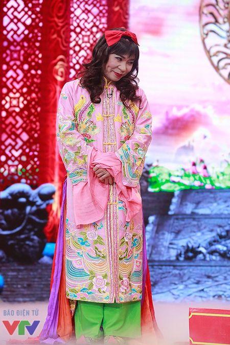 """Trang phuc Tao quan """"len doi"""" the nao qua cac nam? - Anh 20"""