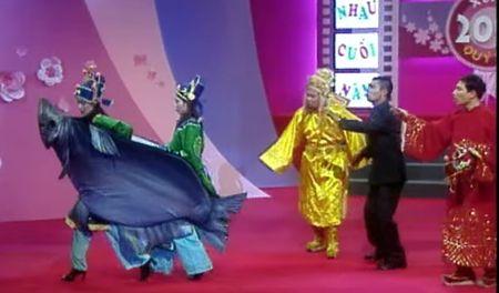 """Trang phuc Tao quan """"len doi"""" the nao qua cac nam? - Anh 2"""