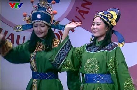 """Trang phuc Tao quan """"len doi"""" the nao qua cac nam? - Anh 3"""