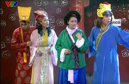 """Trang phuc Tao quan """"len doi"""" the nao qua cac nam? - Anh 7"""