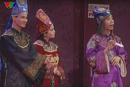 """Trang phuc Tao quan """"len doi"""" the nao qua cac nam? - Anh 8"""