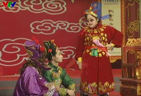 """Trang phuc Tao quan """"len doi"""" the nao qua cac nam? - Anh 9"""