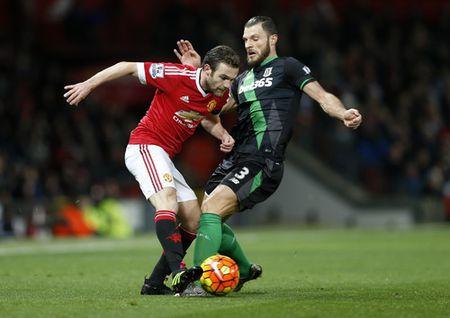 Sao tre lap cong, Man United thang tung bung o Old Trafford - Anh 1