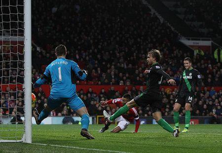 Sao tre lap cong, Man United thang tung bung o Old Trafford - Anh 2