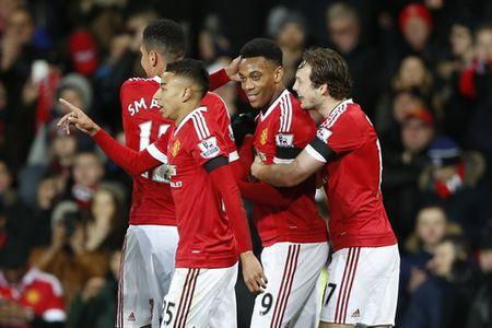 Sao tre lap cong, Man United thang tung bung o Old Trafford - Anh 4