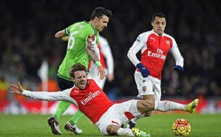 Ozil 'im hoi lang tieng', Arsenal hoa 'nhat' truoc Southampton - Anh 1