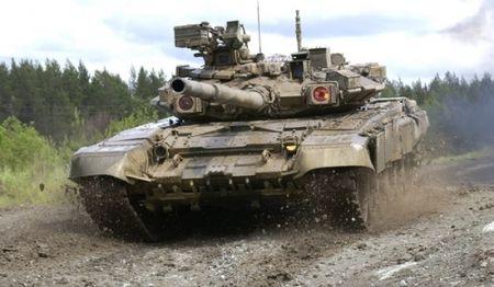 Xe tang T-90 quan doi Syria truy quet khung bo tai Aleppo [VIDEO] - Anh 1