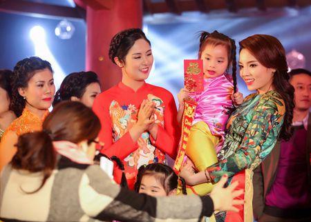 Hoa hau Ky Duyen, Ngoc Han do dang voi ao dai Xuan - Anh 8