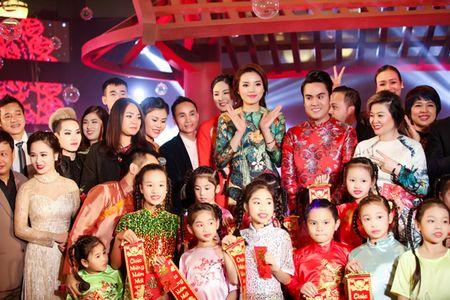 Hoa hau Ky Duyen, Ngoc Han do dang voi ao dai Xuan - Anh 9