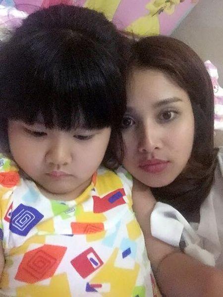 Showbiz 3/2: Tran Thanh - Hari Won hon nhau, Ha Ho lam tu thien - Anh 4