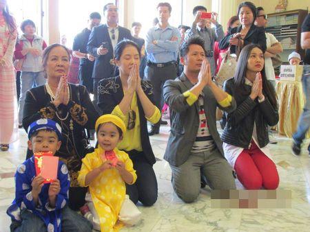 Showbiz 3/2: Tran Thanh - Hari Won hon nhau, Ha Ho lam tu thien - Anh 5