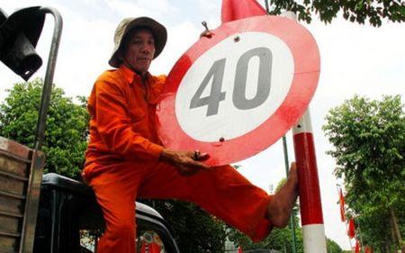 Ca nuoc nho gan het bien bao duoi 50 km/h trong nua thang - Anh 1