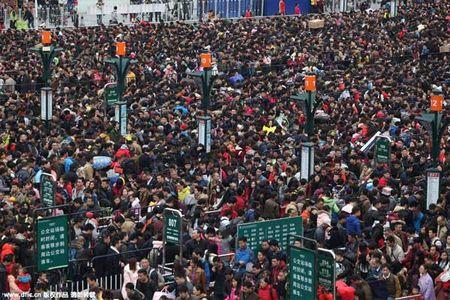 Hai hung canh 10.000 nguoi chen lan cho xe ve que an Tet - Anh 5