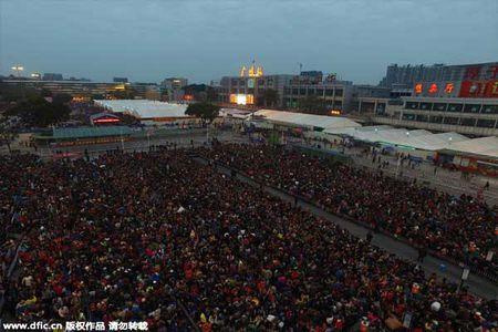 Hai hung canh 10.000 nguoi chen lan cho xe ve que an Tet - Anh 7