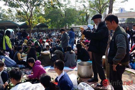 Hoc sinh Luong The Vinh hao hung goi banh chung lam tu thien - Anh 4