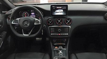 Mercedes-Benz A45 AMG 2016 dau tien ve Viet Nam - Anh 4