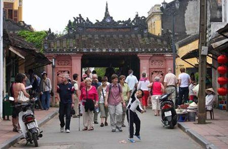 Hoi An tam ngung ban ve tham quan trong dip Tet Nguyen dan - Anh 1