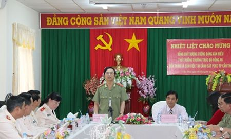 Thu truong Thuong truc Dang Van Hieu lam viec voi Canh sat PCCC TP.Can Tho - Anh 1